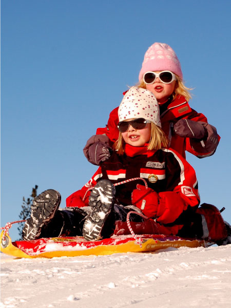 steamboat-ski-town-real-estate-colorado-lifestyle-community-skiing-snowboarding-sledding-family-kids2